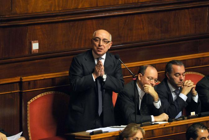 http://www.realtasannita.it/bt_files/newspaperFiles/Viespoli in Senato.jpg