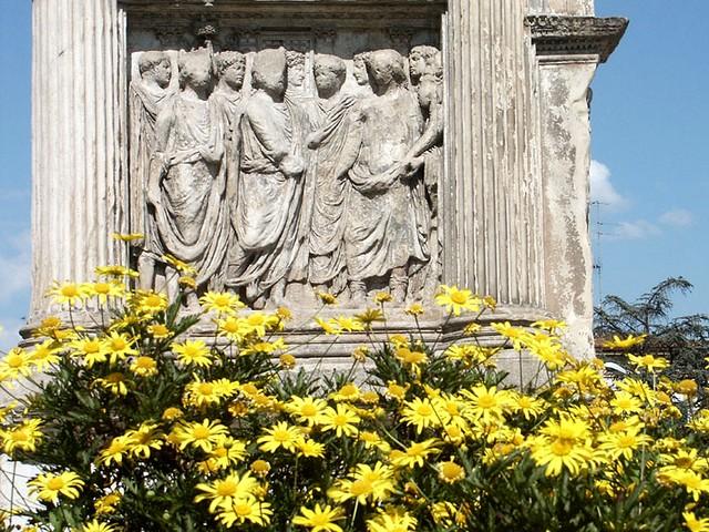 Picucci e l'Arco di Traiano giallorosso... Che obbrobrio