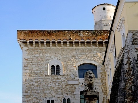 http://www.realtasannita.it/bt_files/newspaperFiles/castellobenevento_3.jpg