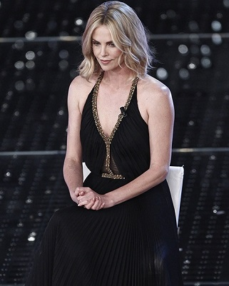 http://www.realtasannita.it/bt_files/newspaperFiles/charlizetheron.jpg
