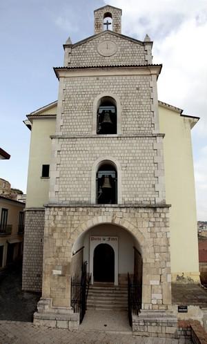 http://www.realtasannita.it/bt_files/newspaperFiles/chiesamadrepaduli.jpg