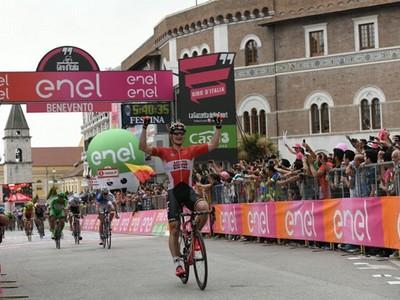 La città in festa ha accolto il Giro tra entusiamo e passione