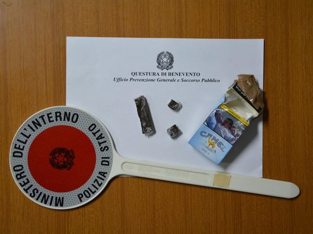 Polizia: sequestrati a carico di ignoti 12 grammi di hashish