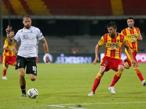 Calcio, il Benevento rallenta ma conserva l'imbattibilità