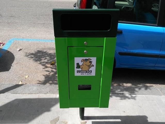Cestini per le deiezioni canine: Mastella ringrazia la Nuova Clinica Santa Rita