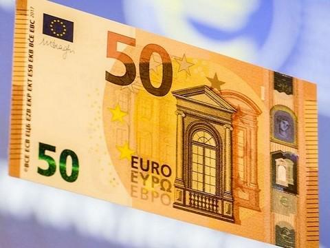 In circolazione la nuova banconota da 50 euro. E' arancione e più difficile da falsificare