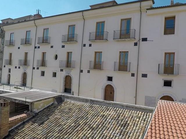 http://www.realtasannita.it/bt_files/newspaperFiles/palazzoangelini.jpg