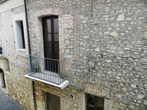 http://www.realtasannita.it/bt_files/newspaperFiles/palazzodecillis_1.jpg