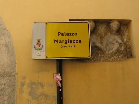Ancora una denuncia di Archeoclub sul degrado che regna sovrano nel Centro Storico di Benevento