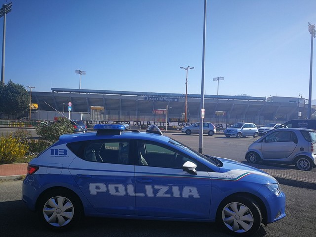 http://www.realtasannita.it/bt_files/newspaperFiles/poliziastadiobn.jpg