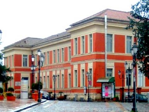 http://www.realtasannita.it/bt_files/newspaperFiles/scuolapietrelcina_1.jpg