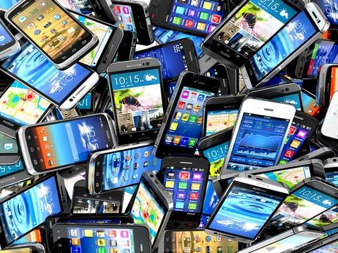 Tutti pazzi per gli smartphone ma ora ci vuole un freno