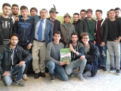 'Mai più guerra', il messagglio degli alpini agli studenti del 'Galilei Vetrone'
